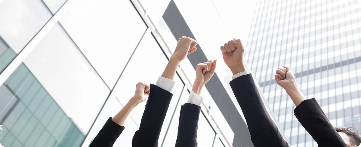 摄图网_500486817_握手的商务人士(非企业商用) 拷贝.jpg